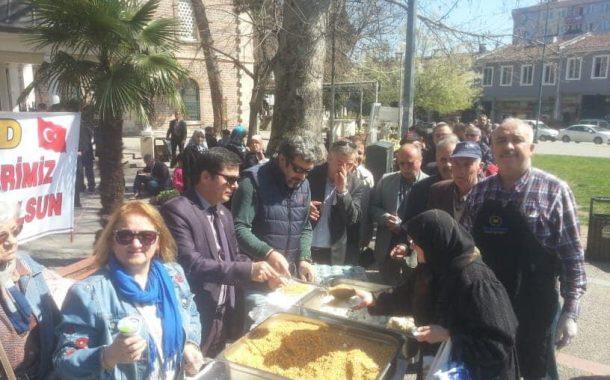 TEMAD Balıkesir il Başkanlığı tarafından ,18 Mart Şehitleri Anma Gününde Mevlid ve Pilav hayrı yapıldı.